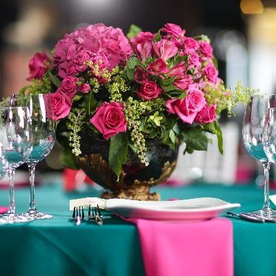 Quel type de repas choisir pour votre mariage ? Avec placement à table.