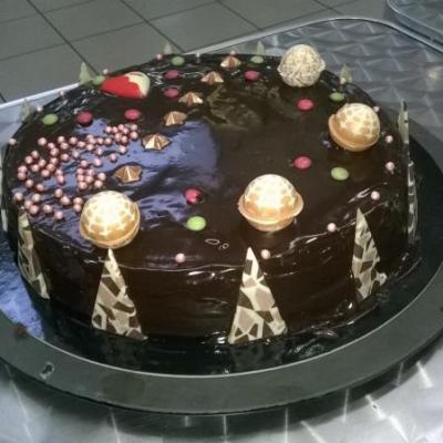 Choisir la bonne formule avec Gilles-saveurs pour célébrer un anniversaire.